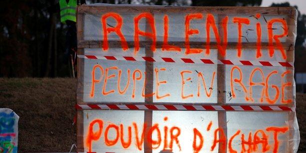 Gilets jaunes: les syndicats denoncent les violences, greve des routiers en vue[reuters.com]