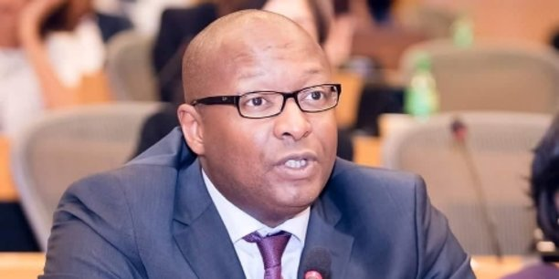 D'origine sénégalaise, Maguette Mbow est entrepreneur et professeur dans l'innovation numérique et la transformation digitale des entreprises.
