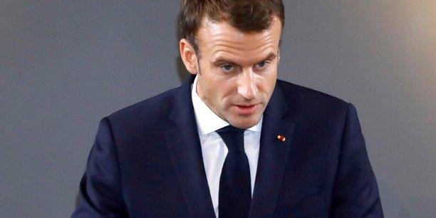 Après l'annonce de mesures en faveur du pouvoir d'achat, la baisse de la popularité d'Emmanuel Macron s'arrête en décembre