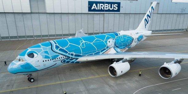 Sortie d'usine à Hambourg ce jeudi 13 décembre 2018 du premier des trois A380 commandés par ANA