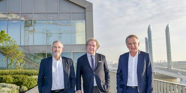 Rémi Garuz et Jack Bouin, respectivement président et directeur général du Crédit agricole d'Aquitaine, encadrent l'architecte Jean-Michel Willmotte