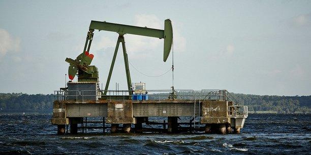 Puits de pétrole exploité dans le lac de Parentis, dans les Landes, par la compagnie canadienne Vermilion.