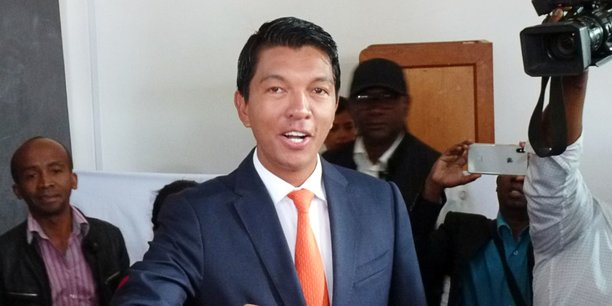 Andry Rajoelina (photo) a réuni près de 55% des suffrages devant Marc Ravalomanana avec 45%. Des chiffres qui restent encore provisoires dans l'attente du dépouillement des derniers bulletins et de la déclaration officielle de la Céni.
