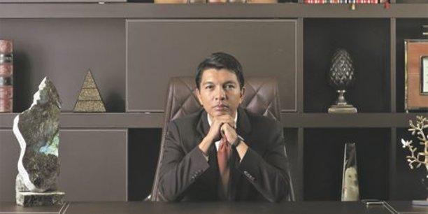 A 44 ans, Andry Rajoelina, ex-édile de la capitale Tana et ancien DJ est, saut coup de théâtre rocambolesque, de nouveau président de Madagascar.