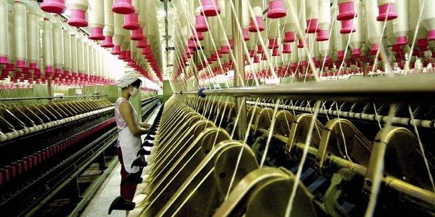 L'activité dans le secteur manufacturier chinois s'est contractée en décembre pour la première fois depuis plus de deux ans, du fait d'un ralentissement de la demande qui souligne les difficultés que rencontre l'économie chinoise dans le contexte de guerre commerciale avec les États-Unis.