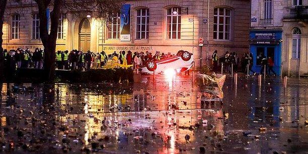 Les violences en marge des manifestations des Gilets Jaunes (ici place Pey-Berland, près du cours Pasteur et du cours Alsace Lorraine) sont particulièrement vives à Bordeaux