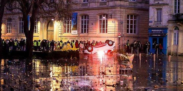 Ce samedi 5 janvier à Bordeaux en lisière du périmètre piétonnier de la rue Sainte-Catherine.