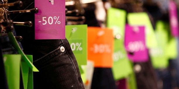 Début décembre, l'Institut français de la mode (IFM) prévoyait que la consommation de textile et d'habillement en France terminerait l'année 2018 en recul de 2,9% : l'un de ses pires résultats depuis 10 ans.