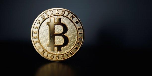 Tous les crypto-actifs, dont le Bitcoin, et les activités qui y sont liées, doivent « au minimum » être soumis aux obligations de la directive anti-blanchiment, selon les deux régulateurs européens, le superviseur bancaire EBA et le gendarme des marchés, l'ESMA. Il faudra pour cela toiletter le texte.