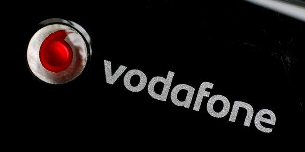 Vodafone, qui fait face en Espagne à la concurrence des offres de téléphonie low-cost, a justifié cette décision par des raisons économiques, productives et d'organisation.