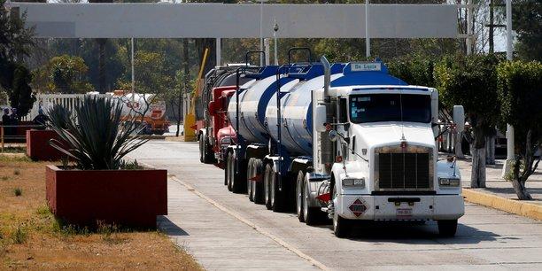 Carburant: mexico entre penuries et sabotages d'oleoducs[reuters.com]