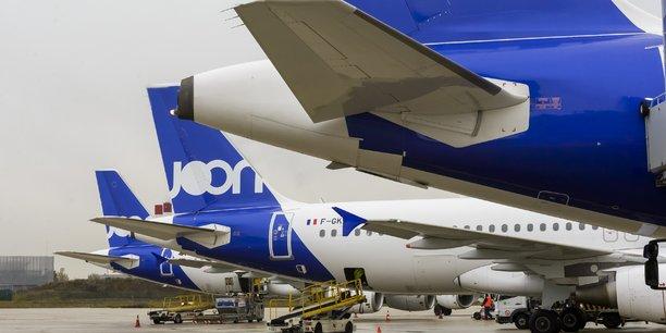 Si les 9 Airbus A320 seront repeints aux couleurs d'Air France au fil de l'eau, les quatre gros-porteurs A340-300, en fin de vie, ne le seront pas, afin de faire l'économie d'un passage à l'atelier de peinture. Ils resteront donc aux couleurs de Joon jusqu'à leur sortie de la flotte, aujourd'hui fixée à 2021 pour les derniers exemplaires.