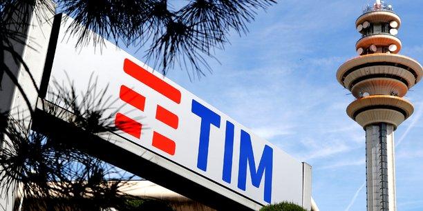 Les tensions entre Elliott, qui détient 8,8% de Tim, et Vivendi, qui en possède près de 24%, sont récurrentes depuis la prise de contrôle surprise du conseil d'administration de l'opérateur italien par le fonds américain en mai dernier, au détriment de Vivendi.