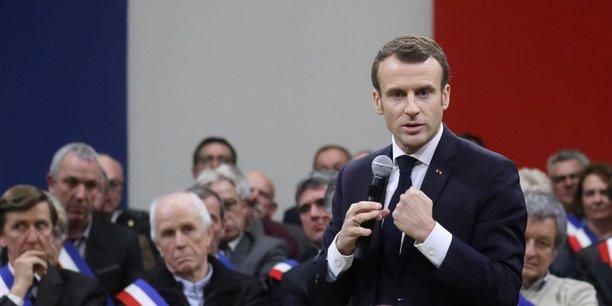 Emmanuel Macron face aux maires d'Occitanie vendredi 18 janvier.