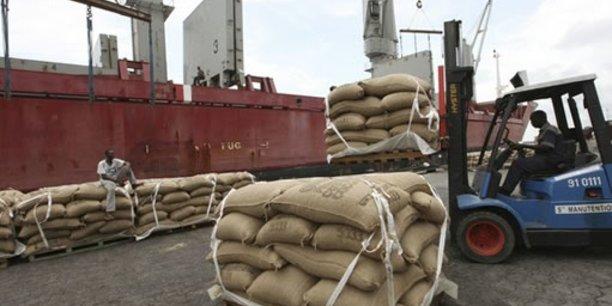 La Côte d'Ivoire est aujourd'hui le premier pays producteur de cacao, avec une production moyenne annuelle de 1.2 millions de tonnes, soit 41 % de l'offre mondiale.
