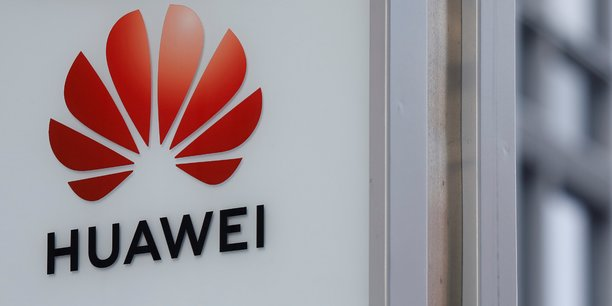 Ces deux séries d'inculpations mettent au jour les actions éhontées et persistantes de Huawei pour exploiter les sociétés et institutions financières américaines et pour menacer la concurrence mondiale libre et équitable, a déclaré le directeur du FBI Christopher Wray.