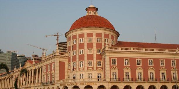 Afin d'accompagner l'assainissement du secteur bancaire et la rélance économique, la Banque centrale angolaise vient de rabaisser pour la deuxième fois consécutive, son taux directeur qui est désormais de 15,75%.
