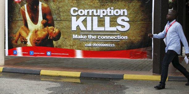Malgré les engagements des dirigeants africains qui multiplient les initiatives, les progrès en matière de lutte contre la corruption sont peu notables selon Transparency International.