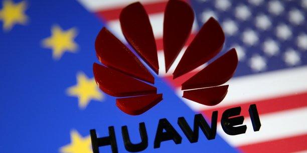 Avec un chiffre d'affaires de 93 milliards de dollars (81,7 milliards d'euros) en 2017, Huawei est le premier équipementier télécoms mondial mais plusieurs pays occidentaux, États-Unis en tête, redoutent que Pékin n'utilise ses infrastructures à des fins d'espionnage.