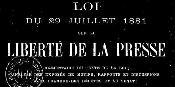 Page de titre du texte de la Loi du 29 juillet 1881 sur la liberté de la presse (en couleurs inversées).