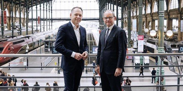 Patrick Ropert, directeur général de SNCF Gares & Connexions et Patrick Jeantet, PDG de SNCF Réseau devant les quais de la gare du Nord à Paris.