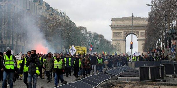 Des villes reclament une reunion sur le prejudice lie aux gilets jaunes[reuters.com]