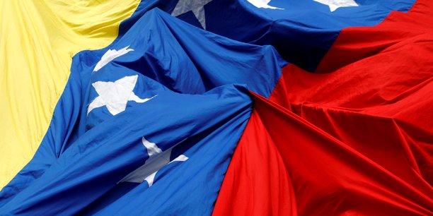 Venezuela: Maduro envisage un déploiement militaire à la frontière colombienne
