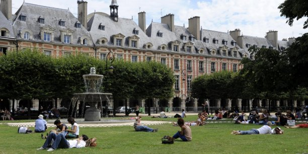 Place des Vosges à Paris. Copyright Reuters