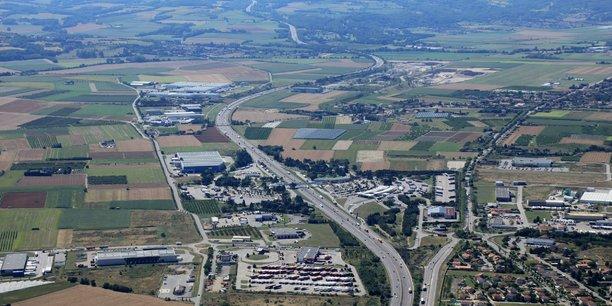 Le parc d'activités Axe 7, situé sur les communes de Saint-Rambert-d'Albon, Anneyron et Albon, longe l'autoroute A7.