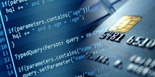 Le formjacking est une sorte d'arnaque au distributeur de billets, mais de manière virtuelle : les cybercriminels profitent d'une faille de sécurité pour injecter un code malveillant sur la page du paiement.