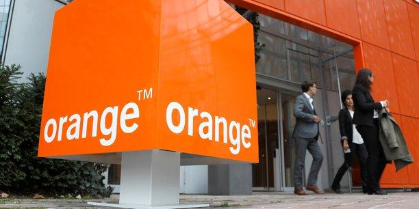 Sur l'ensemble des zones, Orange revendique désormais 10,9 millions de clients convergents (+5,5%), c'est-à-dire disposant à la fois d'une offre mobile et fixe, alors que 203,62 millions de clients utilisent les réseaux mobiles au 31 décembre (+0,6%) et que 20,13 millions d'abonnés disposent d'une offre haut débit fixe.