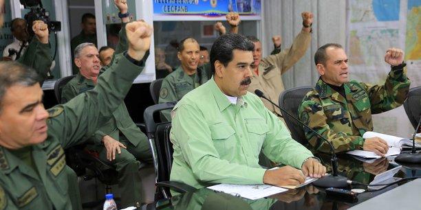 Maduro ferme les frontieres pour empecher la livraison d'aide[reuters.com]