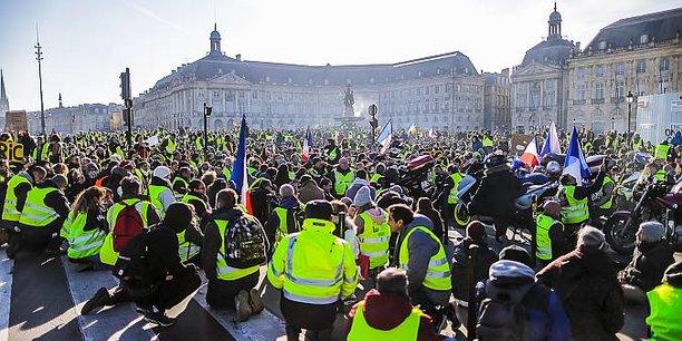Sous le prisme de l'évaluation les Gilets jaunes (ici place de la Bourse à Bordeaux) apparaissent comme un authentique mouvement citoyen.