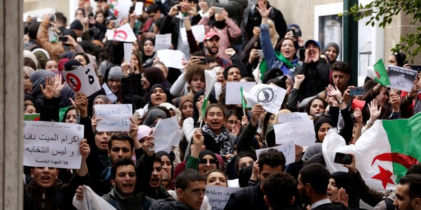 Des dizaines de milliers de manifestants à Alger le 1er mars