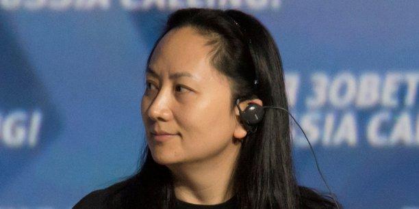 Le ministère américain de la Justice accuse Huawei et sa directrice financière d'avoir contourné les sanctions américaines contre l'Iran, mais aussi d'avoir, via deux filiales, volé des secrets industriels du groupe de télécoms américain T-Mobile.