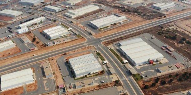 La Zone économique spéciale de Luanda-Bengo (ZEE, en angolais) a été créée en 2009, avec pour première mission d'offrir un environnement avantageux aux investisseurs locaux et étrangers.