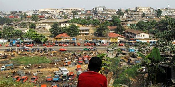 Un pays bénéficiaire d'un C2D, comme la Côte d'Ivoire, continue d'honorer les échéances de la partie non annulée sa dette. Mais à chaque échéance remboursée, l'AFD lui reverse la somme correspondante sous forme de don et qui financera des projets de développement.