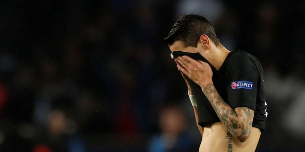 Le joueur parisien Angel Di Maria, dépité après la défaite du PSG face à Manchester United.