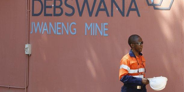 L'année dernière, Debswana, la coentreprise entre l'anglo-américain De Beers et l'Etat botswanais, avait introduit une demande auprès des autorités afin d'étendre de 830 mètres la profondeur de la mine de Jwaneng (ville minière près de la capitale Gaborone). Ce qui devrait permettre d'extraire 50 millions de carats supplémentaires sur la période 2024 à 2035).