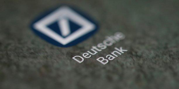 Le gouvernement allemand a lui encouragé depuis des mois les deux banques de Francfort à explorer la possibilité d'une fusion afin de créer un champion national dans le domaine des services financiers pour plus de compétitivité à l'international.
