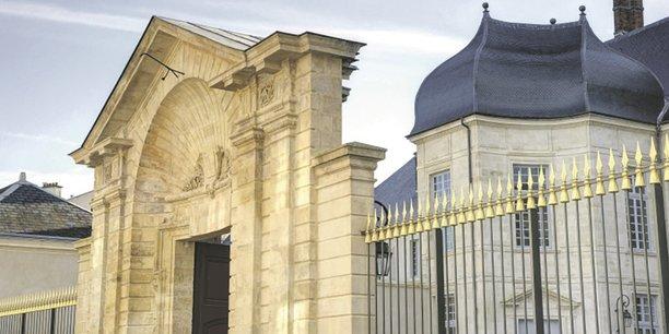 En accueillant des étudiants, Orléans veut rajeunir son image et ne plus être réduite à ses sites d'exception (Hôtel Dupanloup).