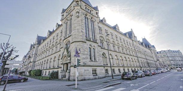 Le bâtiment, laissé vacant par les services administratifs de La Poste jusqu'à novembre 2018, entame sa requalification.
