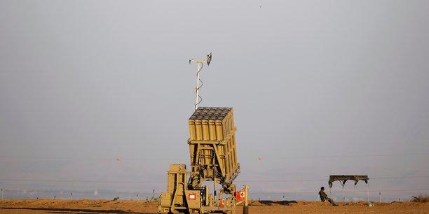 Des roquettes tirees de gaza atteignent la region de tel aviv[reuters.com]