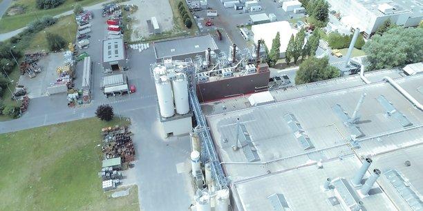 Un défi technique. Il a fallu transformer neuf sources d'énergie en une seule, intégrer les équipements au site sans gêner la production 24 heures sur 24, raccorder l'usine à un réseau relativement éloigné.