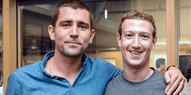 Chris Cox (gauche), membre historique et ami proche de Mark Zuckerberg (droite, Pdg et co-fondateur de Facebook) a annoncé quitter le réseau social.
