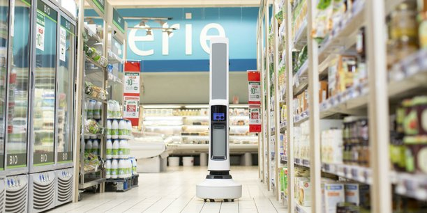 Le robot Simbe sillonne les rayons à la recherche des produits manquants et des erreurs de prix