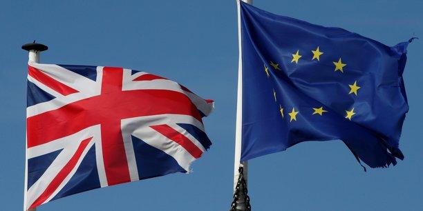 Brexit : Plus de 700.000 Britanniques signent une pétition pour mettre fin au processus