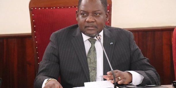 Firmin Ngrebada, le Premier ministre vivement critiqué pour le manque d'inclusion de sa précédente équipe gouvernementale, reste en place à la primature.