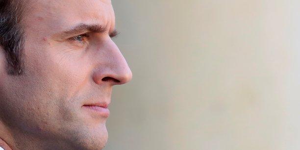Après avoir atteint son plus bas niveau en novembre (26%), au plus fort de la crise des gilets jaunes, puis être remontée à 31% en début d'année, la cote de popularité d'Emmanuel Macron s'enraye et se situe ce mois-ci à un niveau qui reste limité explique BVA.