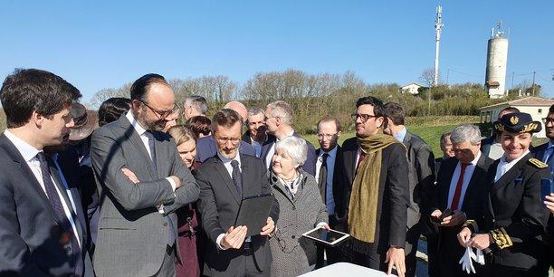 Dans le Gers, Édouard Philippe plaide pour des alternatives à la fibre pour les zones blanches